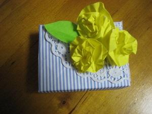 B 父の日に、折り紙で作ったバラの花を贈ろう